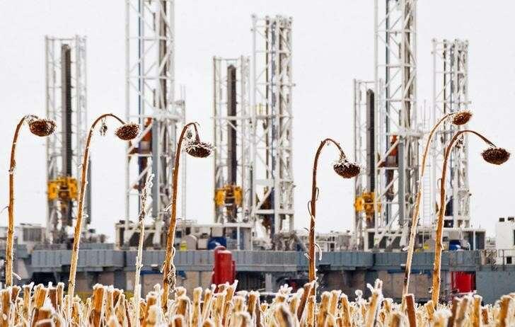 Ceny ropy naftowej rosną, ponieważ MFW podnosi prognozy wzrostu o Investing.com