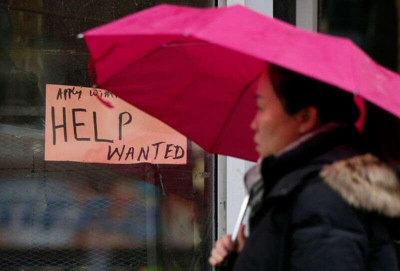Kanada traci więcej miejsc pracy niż oczekiwano w grudniu, blokady ciemnieją perspektywy Reuters