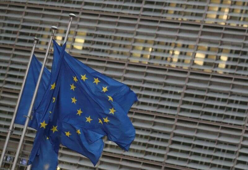 UE stara się zmniejszyć zależność od dolara amerykańskiego, inne centra finansowe Reuters