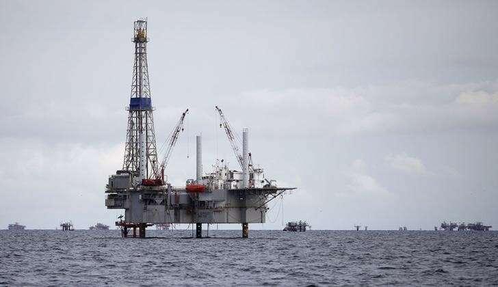 Ceny ropy naftowej spadają, gdy Bond Shakeout rozlewa się przez Investing.com