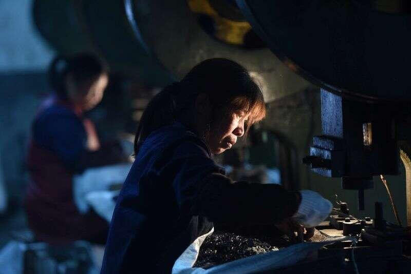 Ożywienie fabryki w Chinach spowalnia w styczniu, jak COVID-19 powraca Reuters