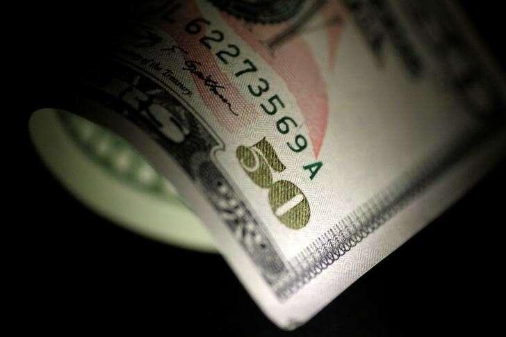 Dollar Slide kontynuuje jak Powell zachowuje Dovish Tone przez Investing.com