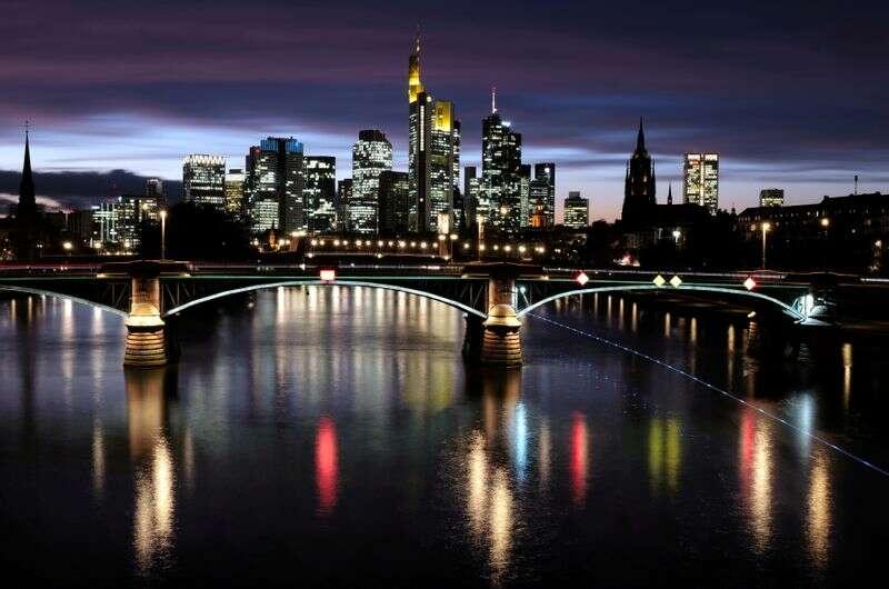 """Niemcy \""""patrząc w kierunku ożywienia gospodarczego\"""", jak przemysł podnosi morale biznesu Reuters"""