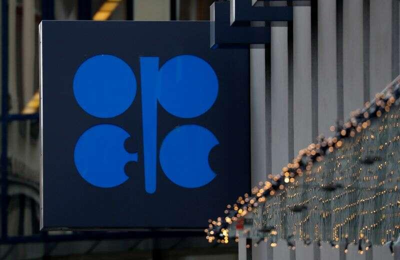 OPEC + biorąc pod uwagę przewrócenie produkcji ropy naftowej w kwietniu, źródła mówią Reuters
