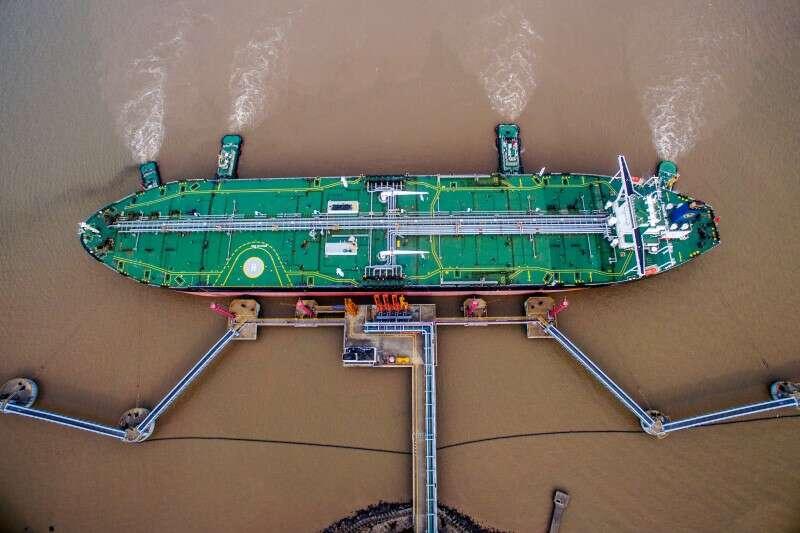 Tankowiec A Symphony rozbija się poza chińskim portem Qingdao, wycieka ropa Reuters