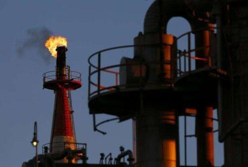 Ropa naftowa wyższa; Mexican Fire Hits Wyjście przez Investing.com