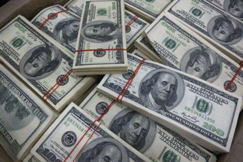 Dolar z powrotem z powrotem, pozostaje blisko czteromiesięcznego wysokiego przez Investing.com