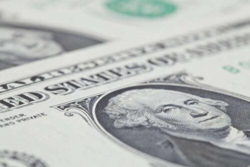 Dolarowe krawędzie wyłączone przed wydaniem przewodnich minut przez Investing.com