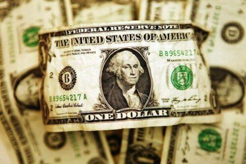 Dollar Down, ale w pobliżu czteromiesięcznego wysokiego jak dane USA chłodzi oczekiwania stożkowe Fed Investing.com