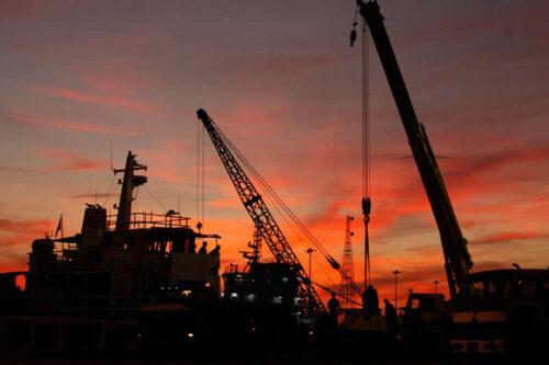 Niż się ropa naftowa; Rynek resetuje po silnych zyskach przez Investing.com