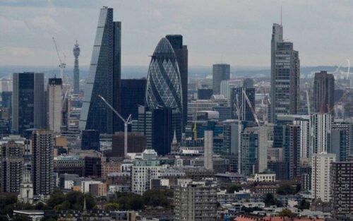 Gospodarka Wielkiej Brytanii straciła więcej pędu w sierpniu, pokazuje privi Survey przez Reuters