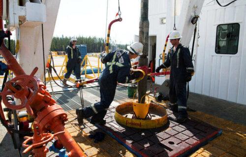 Niż się ropa naftowa; Uszkodzenia IDA ocenione przed OPEC + Spotkanie przez Investing.com