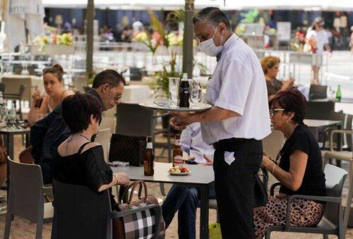 Wzrost hiszpańskich usług utrzymywał silny tempo w sierpniu: PMI przez Reuters