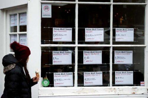 Ponad 40% większych firm w Wielkiej Brytanii walczą o rekrutację przez Reuters