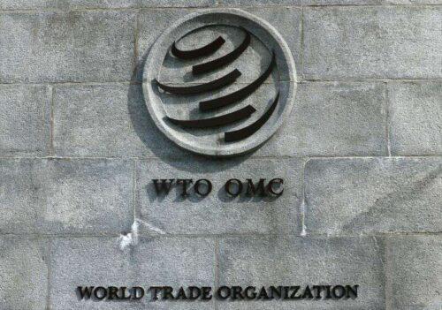 WTO wędruje prognozy, ale ostrzeżenia dotyczące ryzyka pandemowego przez Reuters
